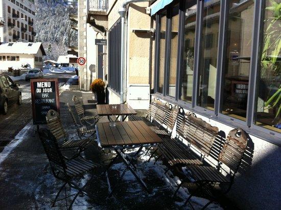 Hotel Les Lanchers: Här kan du ta en öl i solen när det är bra väder