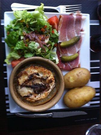 Hotel Les Lanchers: Lokal specialité. Mycket god!