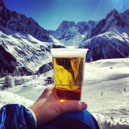 Hotel Les Lanchers: Liften, skidåkning och en kall öl ligger nära hotellet