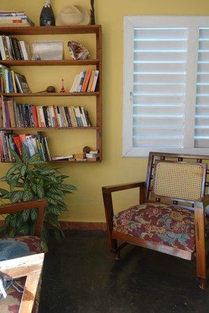 Villa El Cafetal: le coin lecture du séjour