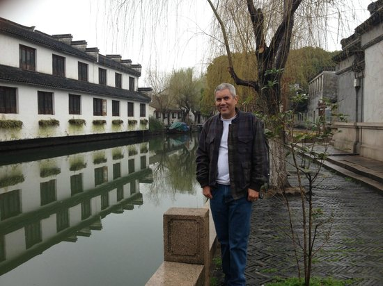 China Connection Tours: The Venice of Asia - Zhou Zhuang Village