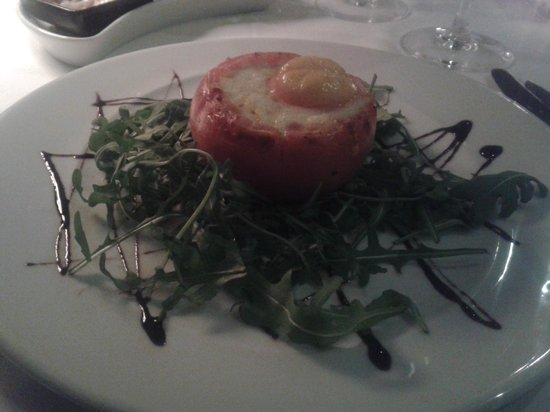 Restaurante Choupana Gordinni: Tomato stuffed w/ meat, cheese and egg