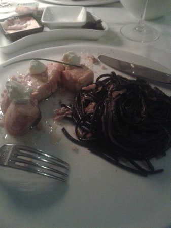 Restaurante Choupana Gordinni: Salmon and tinted spaghetti