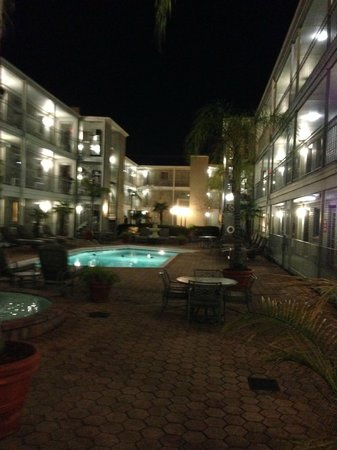 Country Inn & Suites By Carlson, Metairie (New Orleans) : Ramada- courtyard