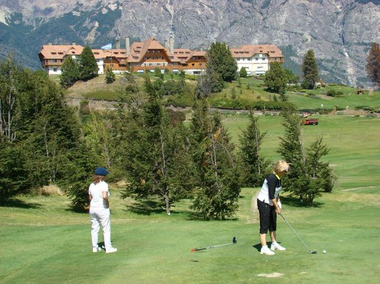 Llao Llao Hotel and Resort, Golf-Spa : Hotel Llao Llao desde el tee del hoyo 7
