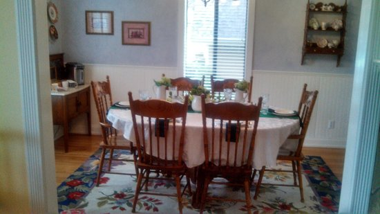 Serendipity Ranch Bed and Breakfast : Dining room