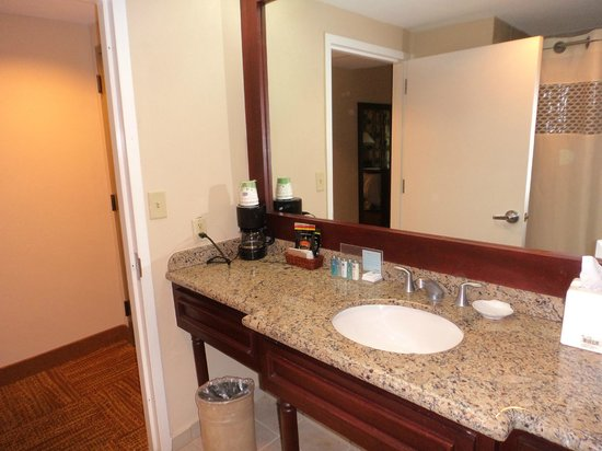 Hampton Inn & Suites San Juan: Bathroom