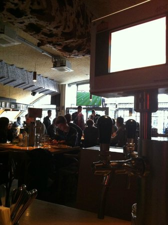 The Pub: Excellent atmosphere for watching the Arsenal!