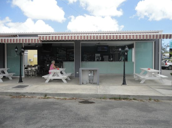 South 7 Bar and Grill: Street view