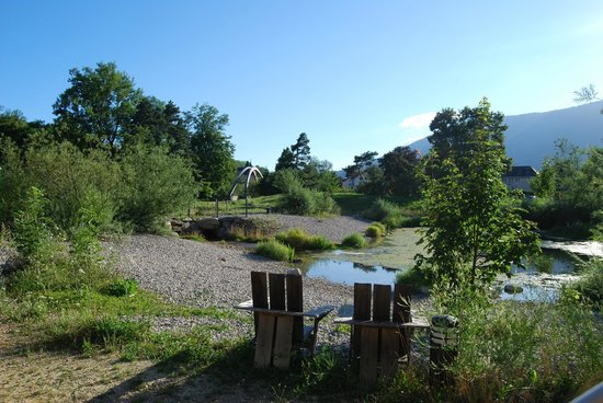 La Maison du Pervou : Au bord de l'étang