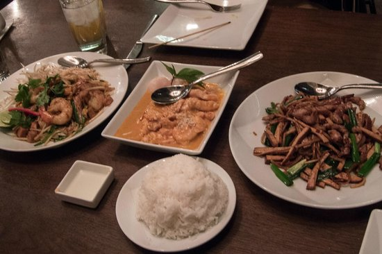 Lemongrass : Pad Thai, Penang curry (with chicken), shredded pork with bean curd, jasmine rice