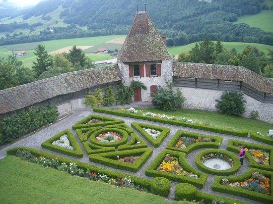 Castillo de Gruyères: Jardines dentro del castillo