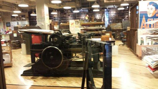 Hatch Show Print : Printing press
