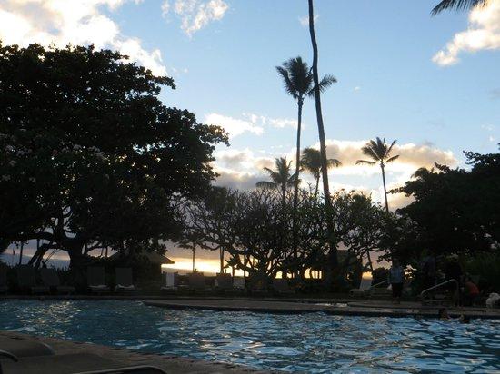 Kaanapali Beach Hotel: The pool area at dusk, Feb 2014
