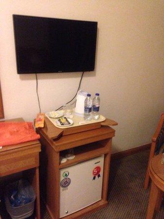 Elaf Ajyad Hotel : Les meubles à l'intérieur des chambres