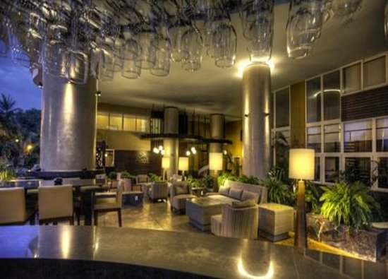 Resorts by Pinnacle 180: Signature Lounge