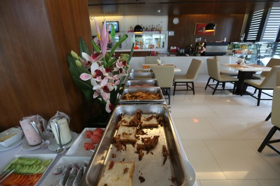 The Avenue Samui : The Avenue Hotel - Koh Samui - Thailand - The Travel Glow - continental breakfast