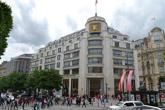 Champs-Élysées : Top-end brand retailers