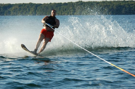 Holiday Inn Detroit Lakes: Skiing on a warm summer day