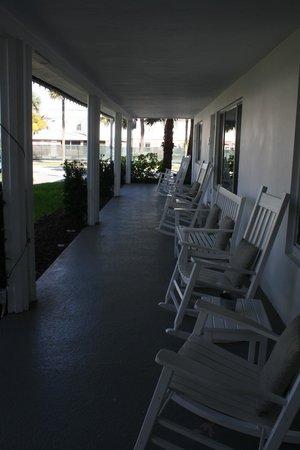 Beachside Village Resort: Patio with rockers & swings