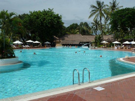 Prama Sanur Beach Bali: pool with a swim up bar