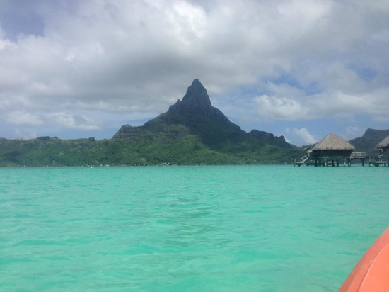 InterContinental Bora Bora Resort & Thalasso Spa: Beach view of Otemanu