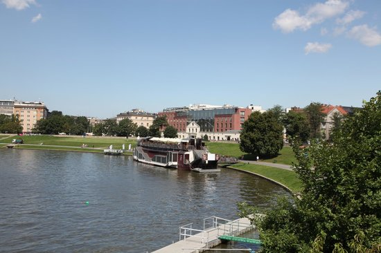 Sheraton Grand Krakow : View of the hotel and the river
