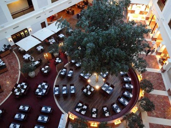 Sheraton Grand Krakow: The huge lobby and restaurant
