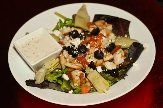 Rusty Moose Grill & Tavern: Mediteranean Chicken Salad