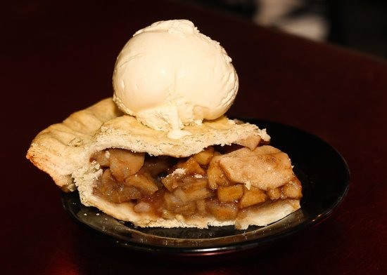 Rusty Moose Grill & Tavern: Apple Pie Alamode