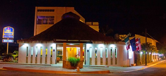 BEST WESTERN Posada Chahue: 25 ° c at night, ideal for walking to the center or dine at the hotel and have a drink at the ba