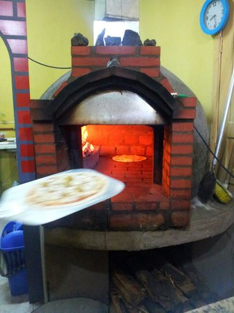 Leoni Pizzeria