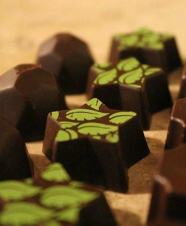 Camino Ka'kaw: Filled chocolate bombons