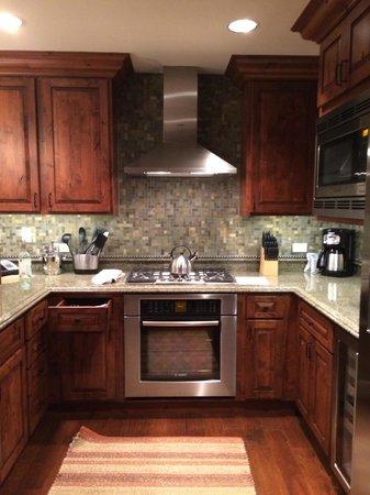Ritz Carlton Club & Residences: Kitchen
