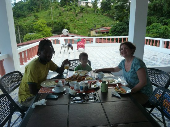 Polish Princess Guest House: Eating on the upstairs patio