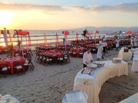 Grand Velas Riviera Nayarit: group dinner setup on the beach
