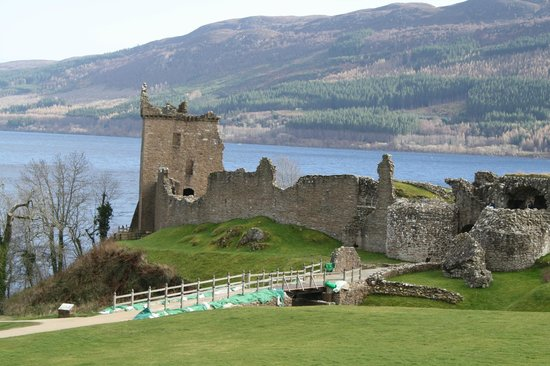 Loch Ness by Jacobite: Castle from the visitor center