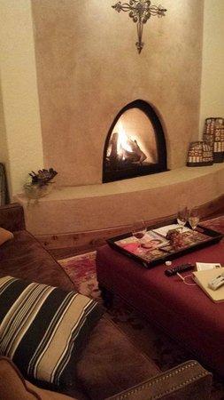 Inn at Desert Wind Winery: Jean Baptiste fireplace