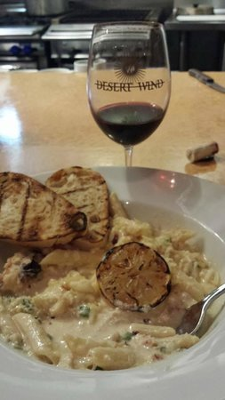 Inn at Desert Wind Winery: MoJave - crab mac & cheese