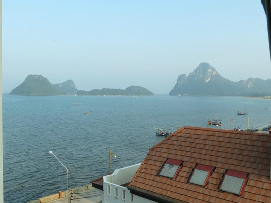Prachuap Beach Hotel: Daytime view from my room