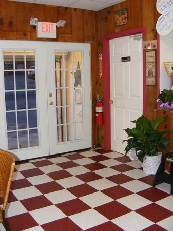 Three Dogs Diner: Front Entrance