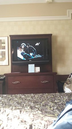 Ramada New York/Eastside : Large tv in our room