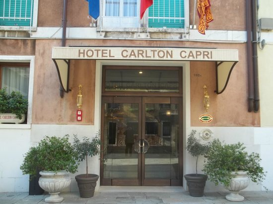 Hotel Carlton Capri: Entrada