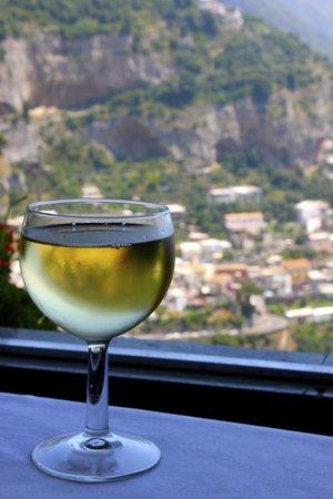 Ristorante da Costantino: Wine and a view