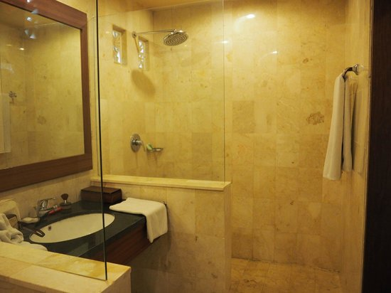 Biyukukung Suites and Spa: Bathroom