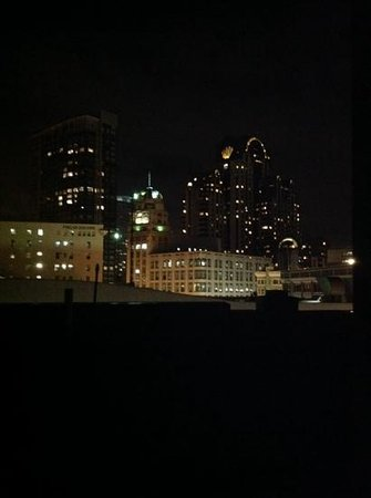 Hotel Union Square : the view of the city lights at night from the penthouse