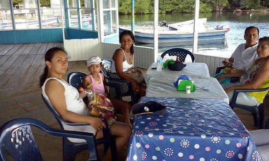 Sheylla's Place: almorzando en buen restaurante de la zona con los propietarios de sheylla´s