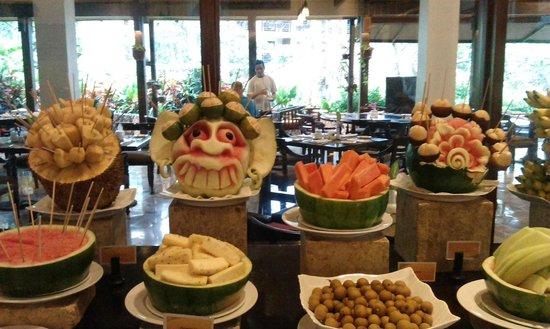 Sheraton Senggigi Beach Resort: Breakfast fruit selection