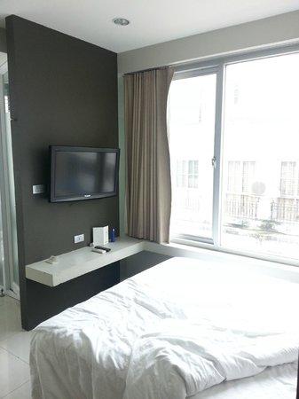 Metz Pratunam : room