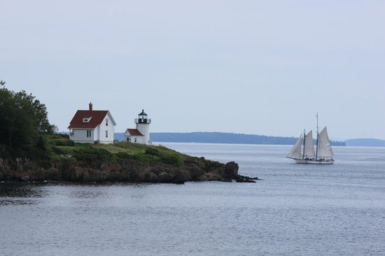 Timbercliffe Cottage Bed & Breakfast Inn: Harbor light house in Camden